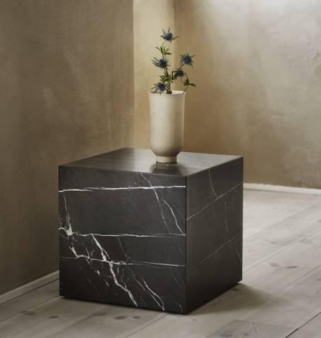 Bilde av Plinth Cubic Marquina Marble